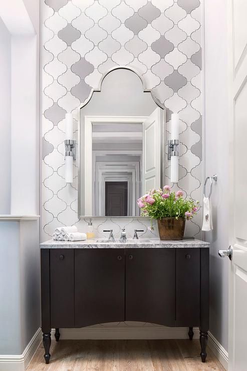 Attractive Arabesque Tiles Installed In The Bathroom