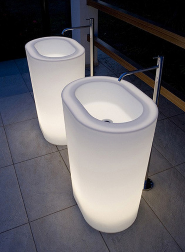 round white shining sinks with metalic faucets