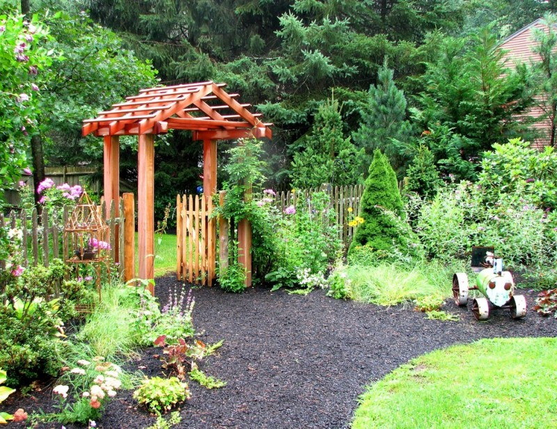 garden arbor ideas wooden gate bamboo fence black rocks grass flower garden plants wooden roof rose flower