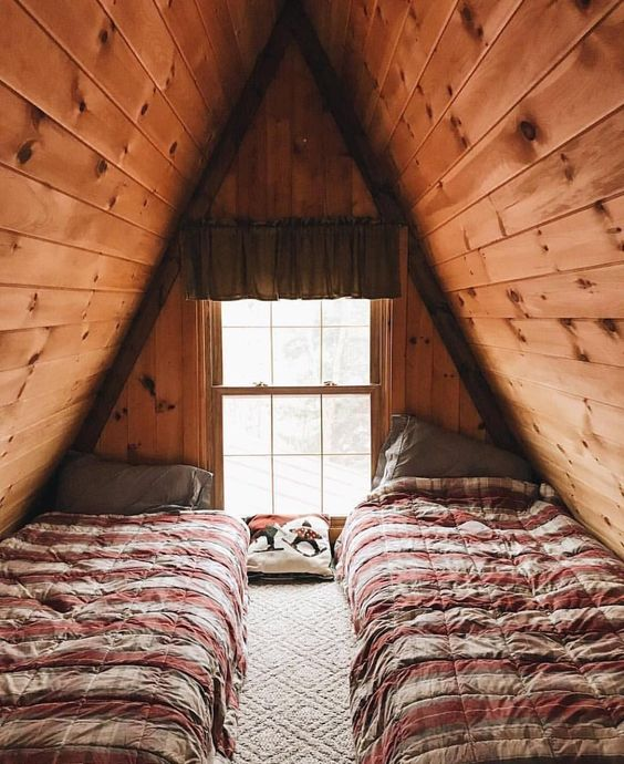 cabin home, ceiling bedroom, two low beds, glass window