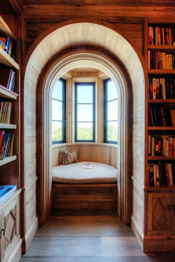 round alcove with wooden wall, wooden bench, cushion, pillow, wooden arch