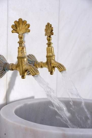 golden shells faucet, white marble wa