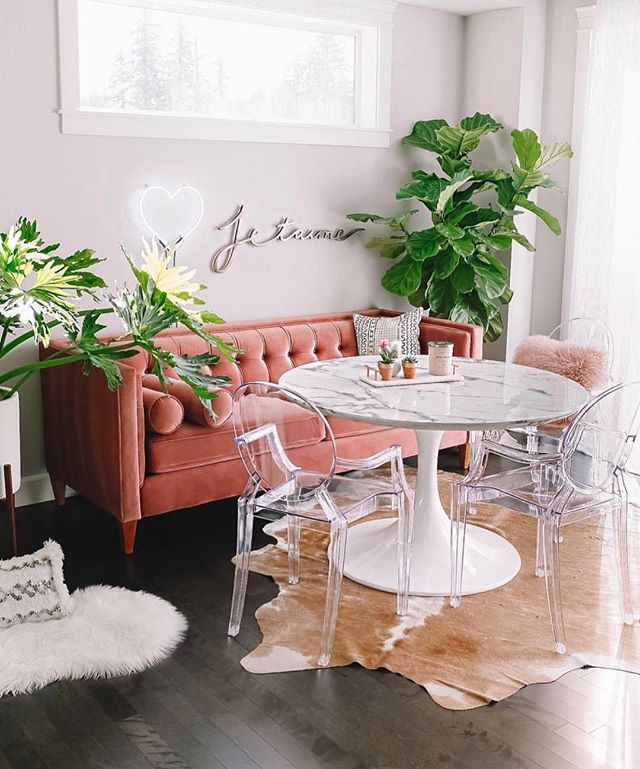 breakfast nook, black floor, white wall, peach tufted sofa, acrylic chairs, white marble round table