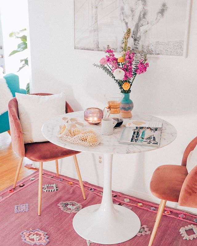 breakfast, wooden floor, pink patterned rug, white marble round table, pink velvet chairs