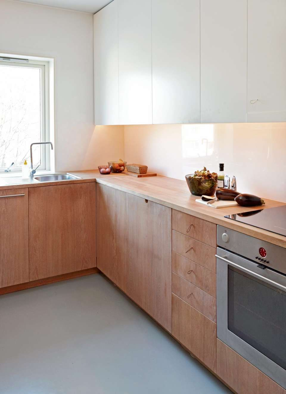 kitchen, seamless floor, white gloss backplash, white wall, white top cabinet, wooden kitchen cabinet, wooden counter top
